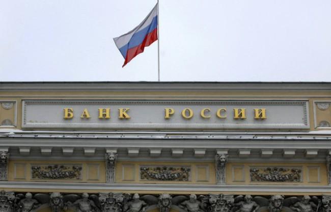 Đồng ruble lao dốc, NHTW Nga bất ngờ nâng lãi suất
