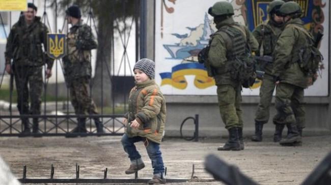 """Cuộc sống """"căng thẳng nhưng bình lặng"""" tại Crimea"""