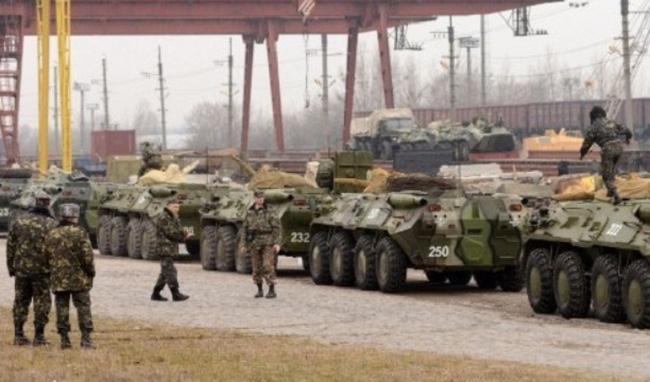 Đoàn xe bọc thép Ukraine di chuyển về hướng Crimea