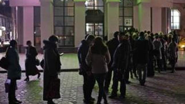 Người dân Crimea đổ xô rút tiền ngân hàng