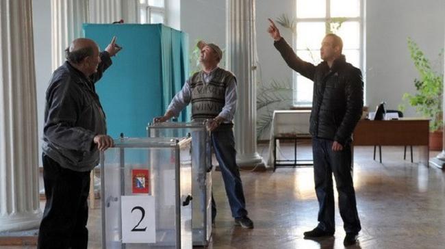 Bán đảo Crimea trước giờ G: Kiev phản đối, Nga chờ kết quả