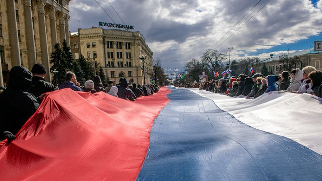 Sau Crimea, Kharkov cũng đòi trưng cầu dân ý