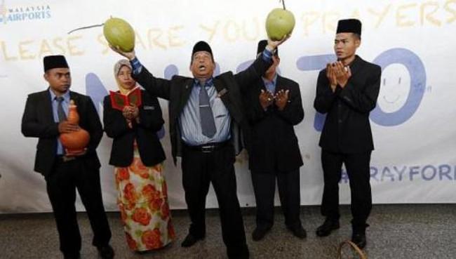 Nhà ngoại cảm Malaysia dọa kiện bộ trưởng