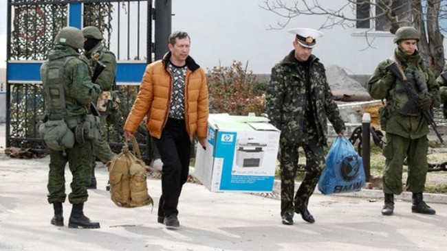 "Ukraine ""chuẩn bị rút quân khỏi Crimea"""