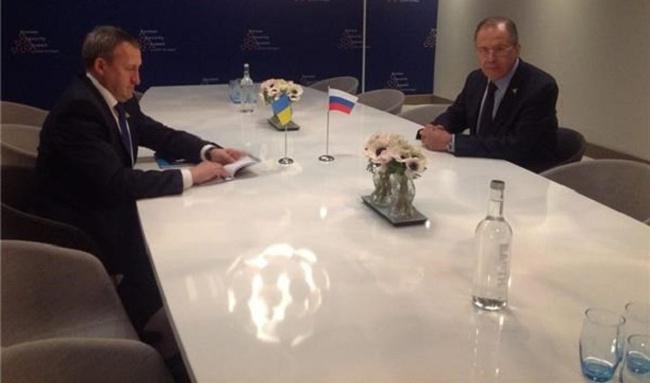 Ngoại trưởng Nga, Ukraine gặp nhau lần đầu tiên
