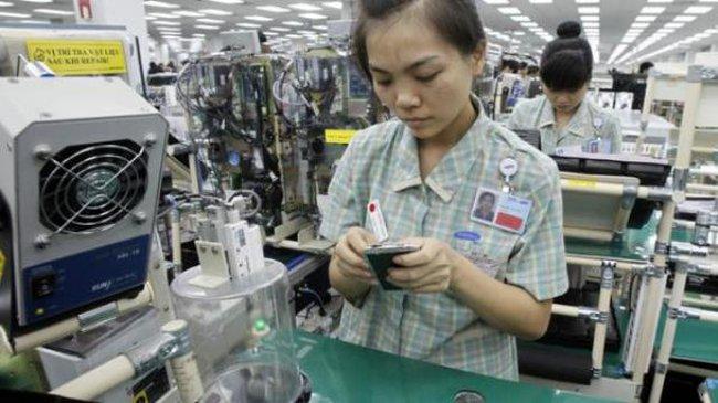 """WSJ: Xuất khẩu Việt Nam """"tỏa sáng"""" bên cạnh các nước láng giềng châu Á"""