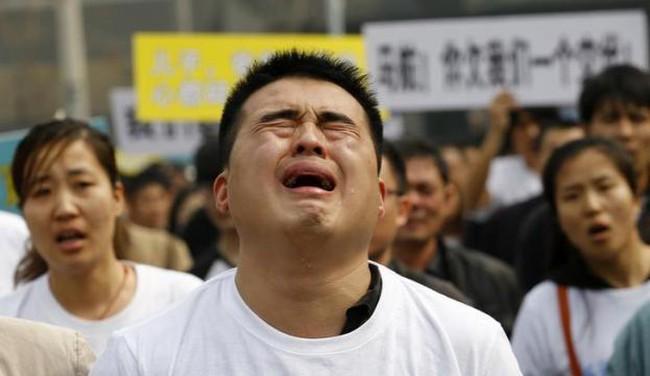 Vụ MH370: Các gia đình Trung Quốc biểu tình trước đại sứ quán Malaysia