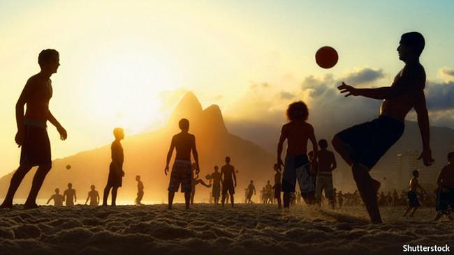 Bóng đá: Trò chơi đẹp, hoạt động kinh doanh bẩn?