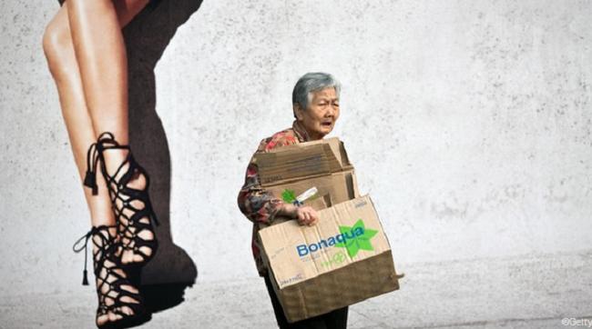 """Hồng Kông """"xuất khẩu"""" người già sang Trung Quốc"""