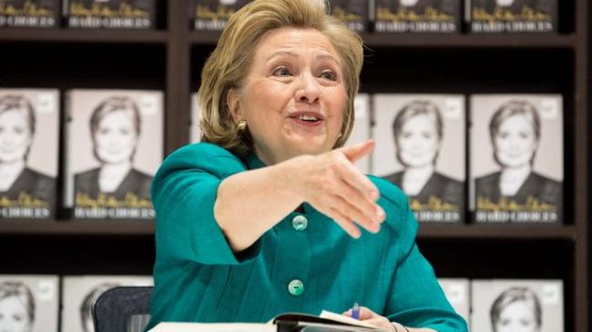 Dân Mỹ nhận xét: Bà Hillary Clinton hơn ông Obama mọi mặt