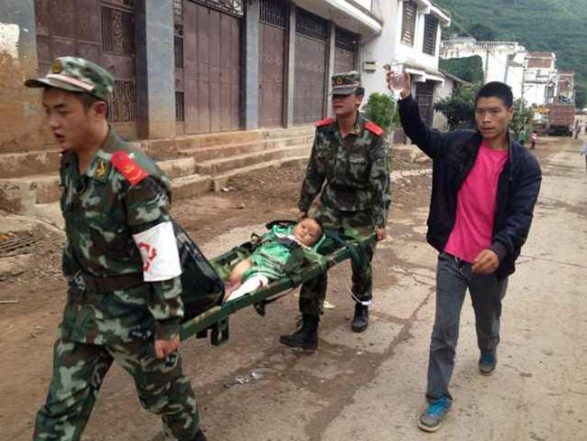 Hơn 2.000 người thương vong vì động đất ở Trung Quốc