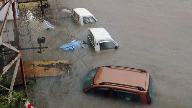 Bão Halong đổ vào Nhật, 1,6 triệu người di tản