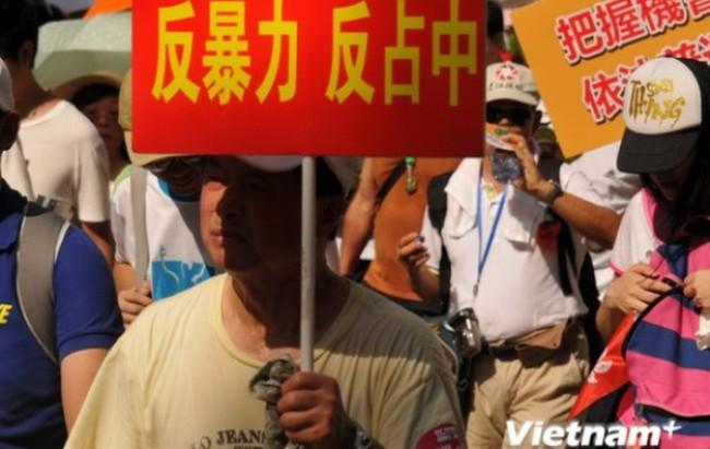 """Hong Kong bùng nổ biểu tình lớn chống chiếm lĩnh """"phố Wall"""""""