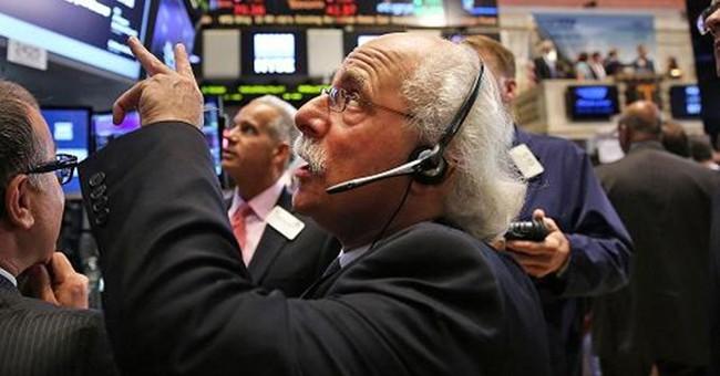 S&P 500 gần chạm mốc 2.000 điểm