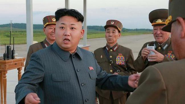 """Người giữ tiền cho Kim Jong Un """"cuỗm tiền"""" bỏ trốn"""