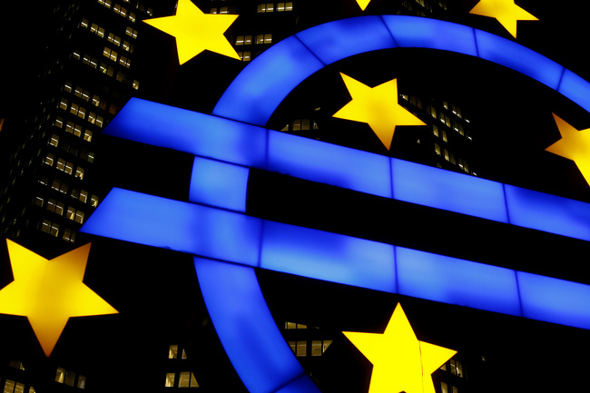 ECB bất ngờ cắt giảm lãi suất
