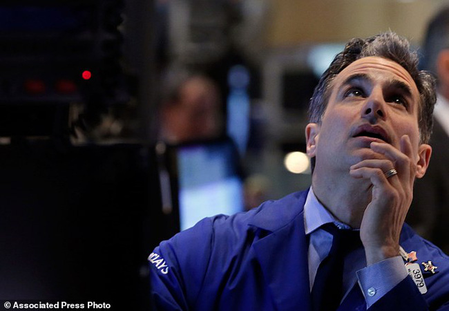 Cổ phiếu Internet lao dốc, Nasdaq thấp nhất 1 tháng