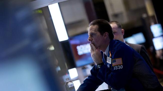 Chứng khoán Mỹ tăng nhẹ, USD cao nhất 14 tháng