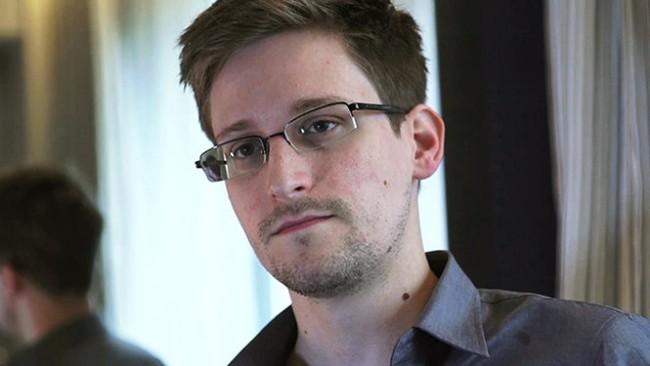 """Edward Snowden được trao giải """"Nobel nhân quyền"""""""
