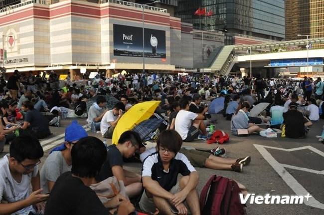 Trưởng Đặc khu Hong Kong kêu gọi người biểu tình giải tán hòa bình