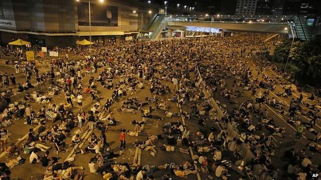 Hong Kong hỗn loạn, biểu tình lan thêm điểm mới