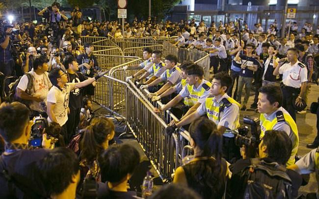 Hồng Kông: Người biểu tình lại đụng độ với cảnh sát ở Mong Kok