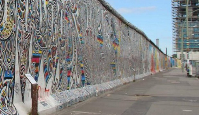 [Chart] Kinh tế Đông Đức và Tây Đức 25 năm sau sự kiện bức tường Berlin
