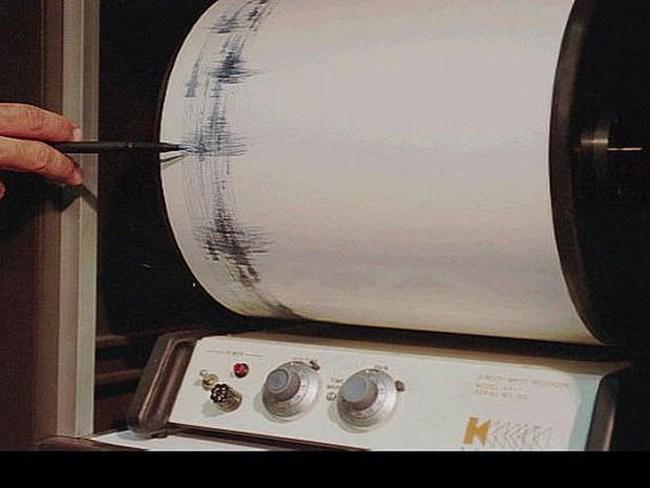 Động đất 7,3 độ Richter ở đông Indonesia, có cảnh báo sóng thần