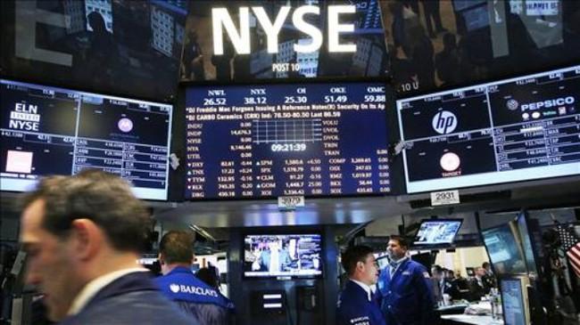 S&P 500 mất mốc kỷ lục sau số liệu GDP và niềm tin tiêu dùng
