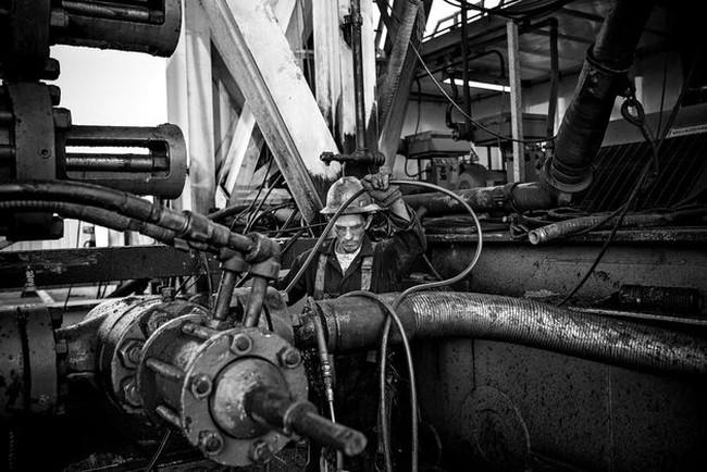 Giá dầu thấp nhất 4 năm sau quyết định của OPEC