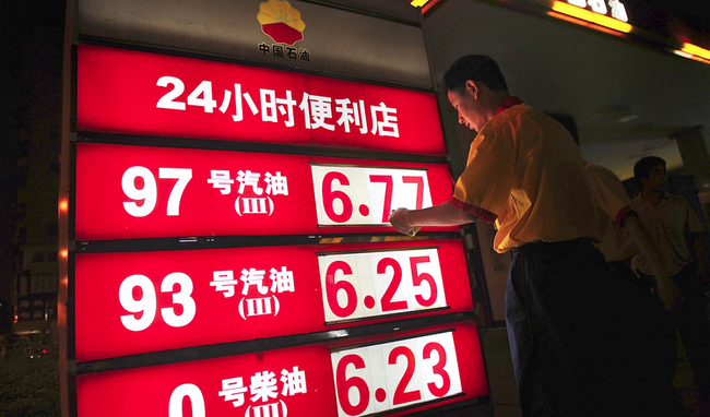 """Trung Quốc có thực sự """"đắc lợi"""" khi giá dầu giảm?"""