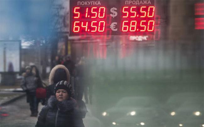 """Nga quyết liệt bán """"đô"""" để cứu Rúp"""