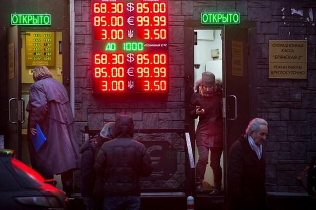 """Bloomberg: Nga mà """"ốm"""", thế giới cũng """"chóng mặt"""""""