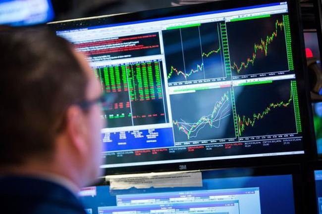 Dow Jones chính thức đóng cửa ở mức trên 18.000 điểm