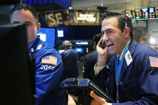 S&P 500 đảo chiều cuối phiên, Dow Jones tiếp tục lập kỷ lục
