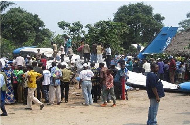 Congo: Máy bay va vào vách núi, 6 người thiệt mạng
