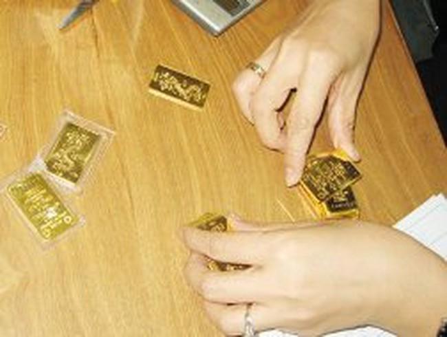 Giá vàng giảm 300 nghìn đồng/lượng