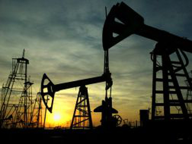 Giá dầu lên xuống đan xen trước mối lo cung-cầu