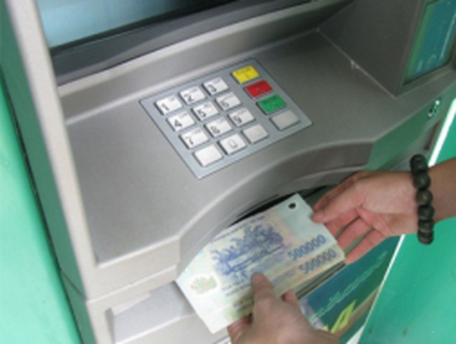 Giao dịch nội mạng ATM cũng sẽ bị thu phí?