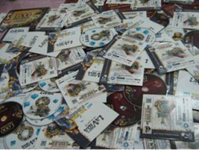 Hàng trăm đĩa DVD hướng dẫn đánh bài trực tuyến tuồn vào VN