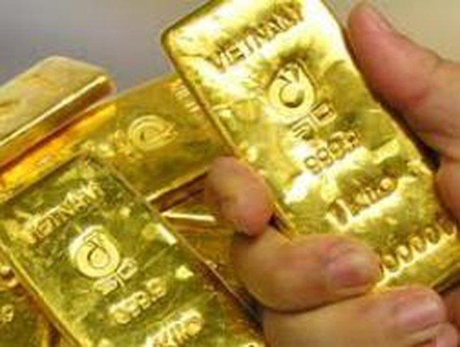 Giá vàng giảm gần 900 nghìn đồng/lượng trong tuần