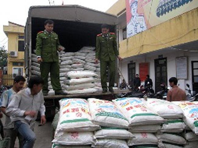 Phát hiện 12 tấn mì chính không hóa đơn chứng từ