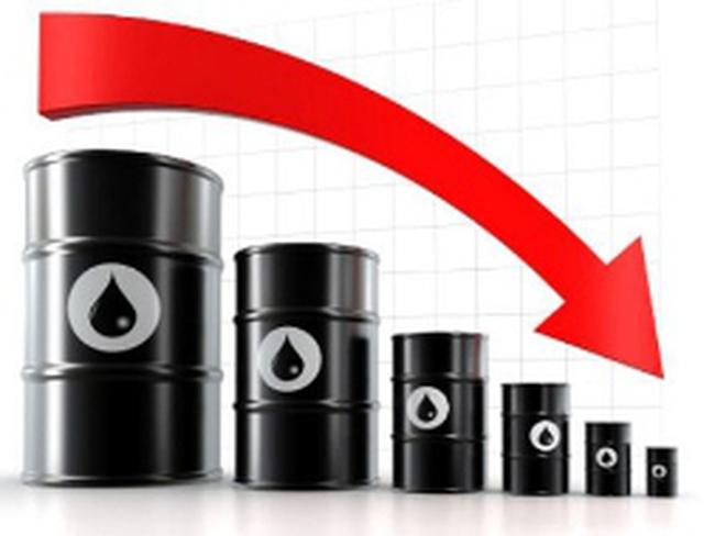 Giá xăng giảm lâu nhất 26 năm, dầu thô thấp nhất 3 tháng