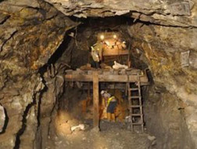 Đào được 4,5 tấn vàng, ai lợi, ai thiệt?