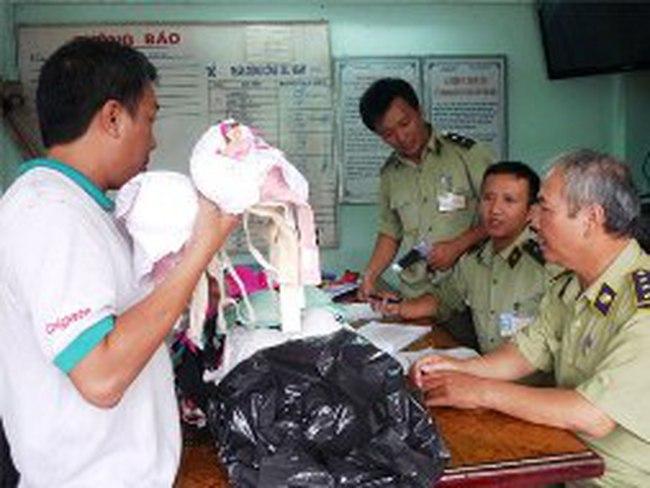 """Đà Nẵng: Tạm giữ áo ngực Trung Quốc nghi có chứa """"thuốc lạ"""""""
