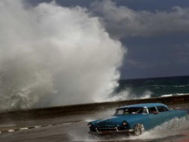 Giá dầu thấp nhất 3 tháng vì bão Sandy