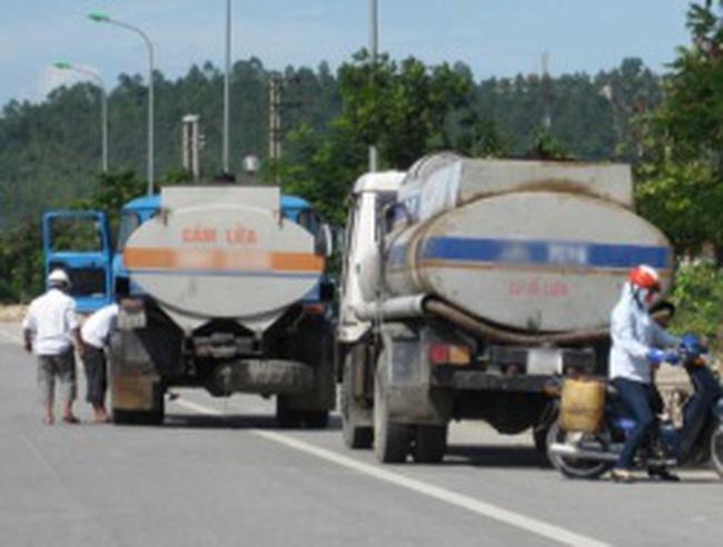 Gần nửa triệu lít xăng tạm nhập 'trốn' tái xuất