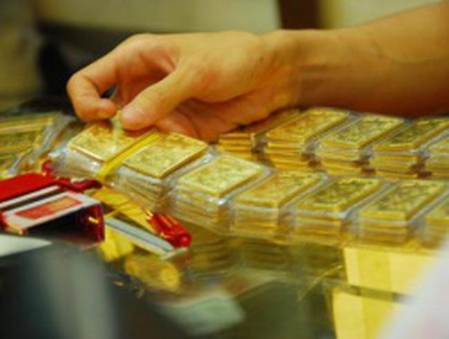 Giá vàng tăng thêm gần 300 nghìn đồng/lượng