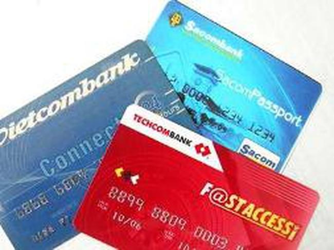 Chính thức thu phí rút tiền ATM nội mạng từ 1/3/2013