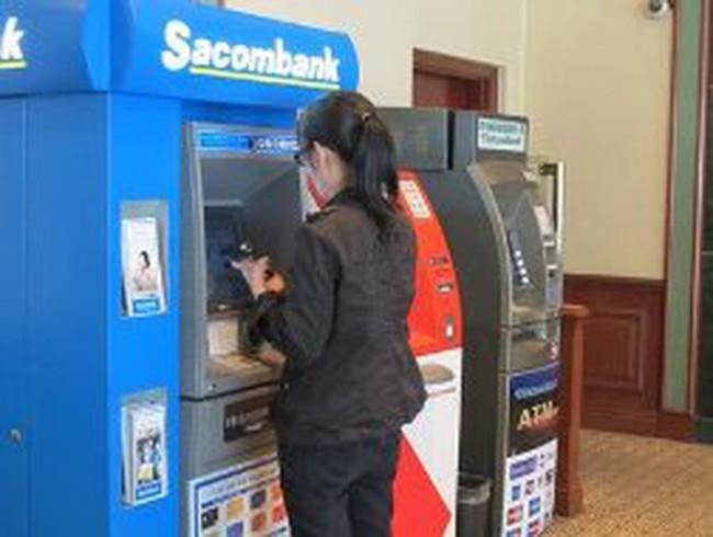 """Trả phí thẻ: """"Tùy tâm"""" mỗi ngân hàng…"""
